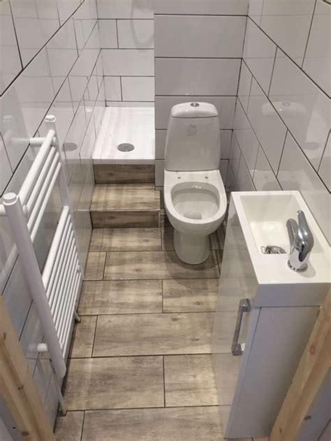 contoh kamar mandi pakai shower berukuran sempit hemat