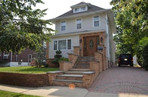 mother daughter house beautiful mother daughter house minutes from ny ridgefield park nj 07660 hotpads