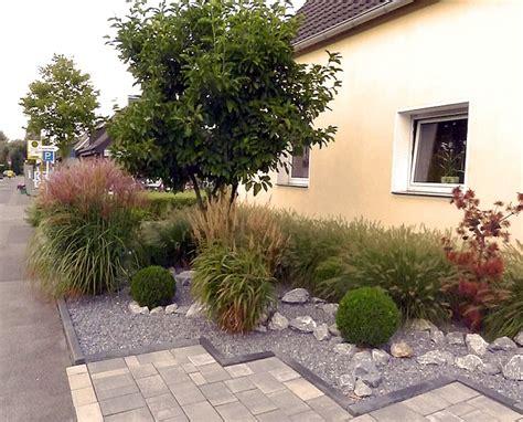 beetgestaltung pflegeleicht pflegeleichte vorgartengestaltung mit gr 228 sern bux und felsen