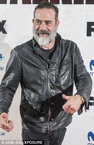 the walking dead stars get chummy on the red carpet