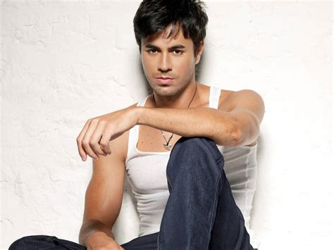 biography enrique iglesias welcome friends biography of enrique iglesias our