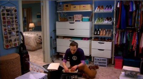 the big bang theory apartment the big bang theory bernadette s apartment closet
