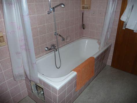 Badezimmer Behindertengerecht Umbauen by Badewanne Als Dusche Umbauen Heimdesign