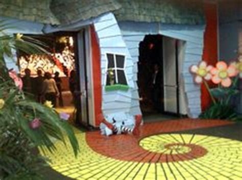 dorothy s house wizard of oz wizard of oz set ideas on pinterest wizard of oz storms and halloween diy