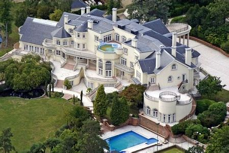 the biggest dog house in the world biggest mansion in the world