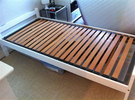lit une personne a vendre