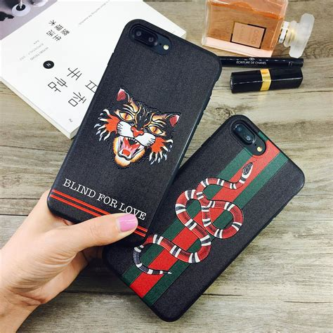 coque gucci relief hypetechshop