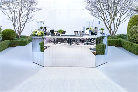 Mirrored Bar A Stunning Circular Mirrored Bar For A Event In