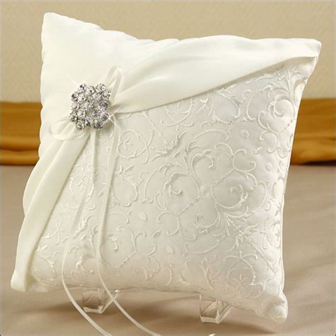 Ring Pillow Ideas by 25 Best Ideas About Ring Bearer Pillows On