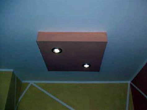 soffitti in cartongesso foto foto quadrato in cartongesso su un soffitto di magma