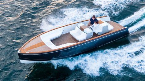 hinckley yachts david howe tested hinckley s dasher power motoryacht