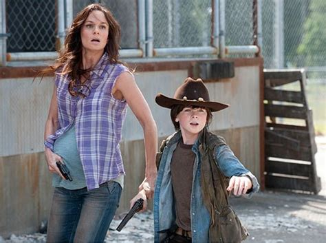 who is the woman off the game of war advert conociendo a sarah wayne callies the walking dead spain