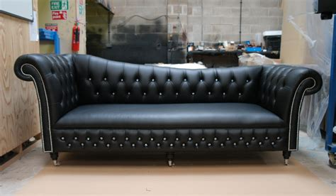 Chesterfield Sofa Design Ideas 20 Photos Chesterfield Black Sofas Sofa Ideas