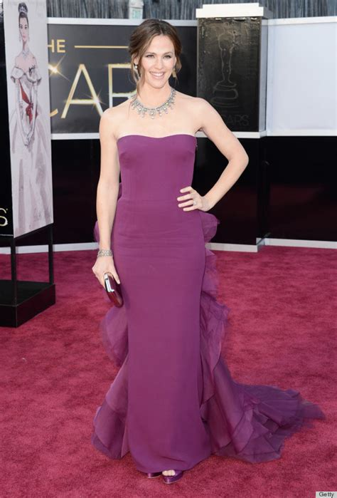 Catwalk To Carpet Garner In Gucci by Garner S Oscar Dress 2013 Is Gorgeous Purple