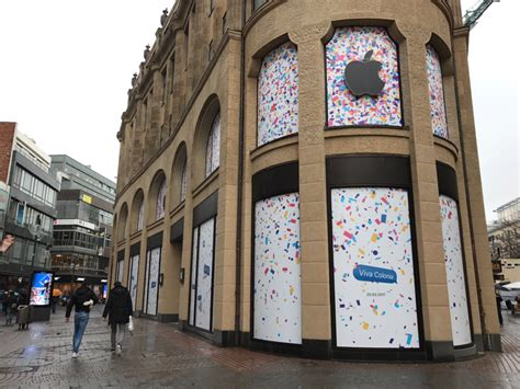 apple germany fencing goes down revealing new apple store in cologne