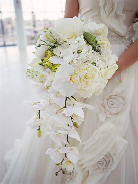 romantic white wedding bouquet ideas