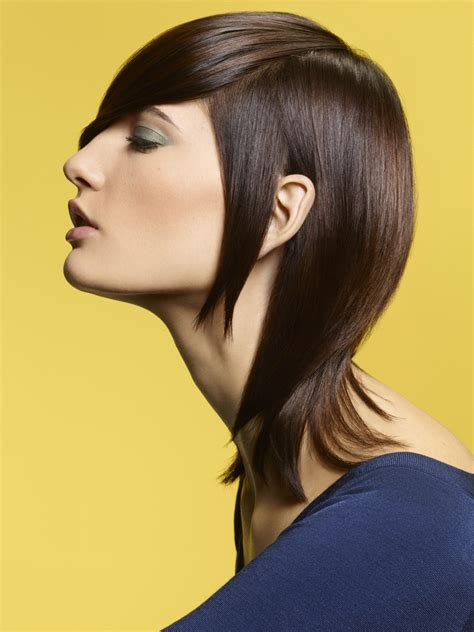 hairstyle with different lengths and a graceful neck section
