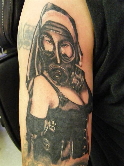 tattoo girl with mask gas mask girl tattoo design tattooshunt com