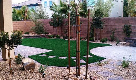 dog friendly backyard landscaping pet friendly back yard with syn grass pavers water wise