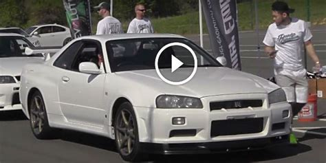Chappaquiddick Skyline Everyone Else Is Evolving Nissan Skyline R34 Gtr V Spec Arriving At A Car Meet To