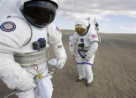 astronauta de material reciclado nasa los trajes espaciales