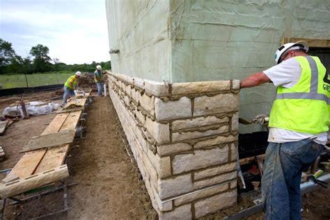 piastrelle finta roccia pannelli finta pietra per esterni galleria di immagini