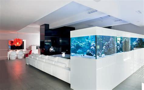 duze akwarium nowoczesnym salonie homesquare