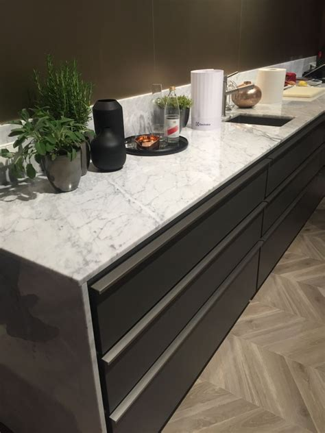 backsplash for marble countertop to or not to a marble backsplash