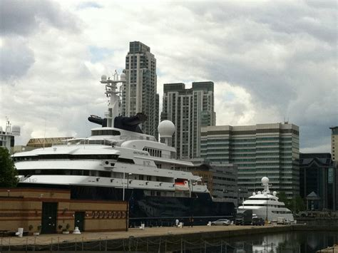 paul allen boat slideshow yachts parked at london olympic games business insider
