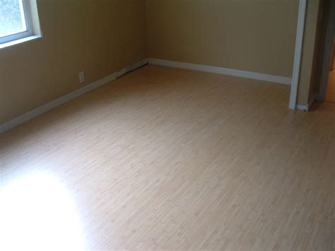 Laminate Or Carpet In Bedrooms by Laminate Flooring Bedroom Laminate Flooring