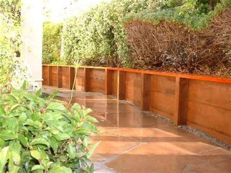 pressure treated retaining wall with redwood cap home backyard retaining wall pinterest