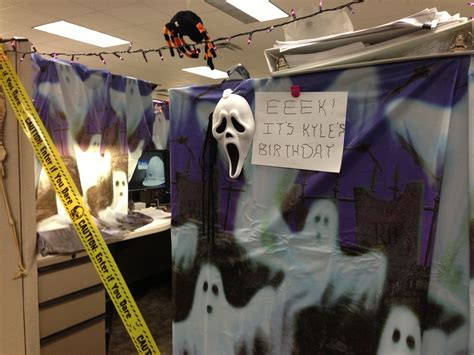 halloween theme cubicle decorating  images office