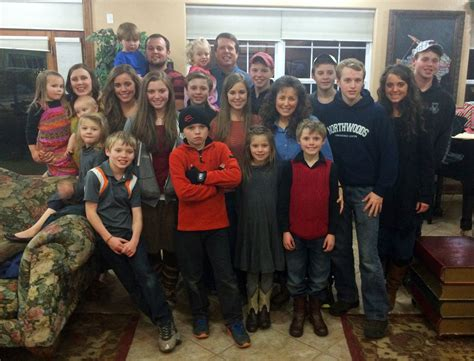 19 kids and counting family welcomes new member jessa 19 kids and counting controversy duggar parents to