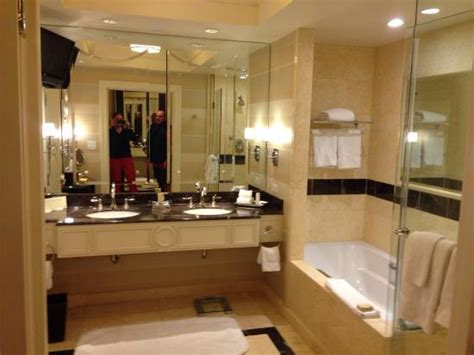 palazzo bathrooms wynn golf course view picture of the palazzo resort
