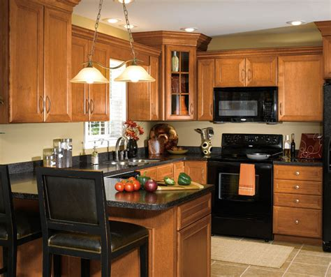maple wood cabinets in traditional kitchen aristokraft