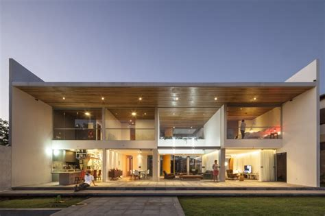 Rectangle House | rectangular shaped contemporary house exuding transparence