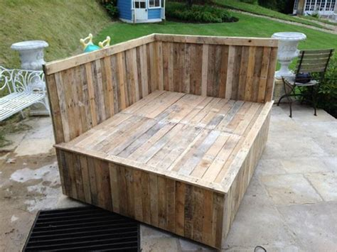 pallet futon frame recycled pallet bed frame projects recycled things