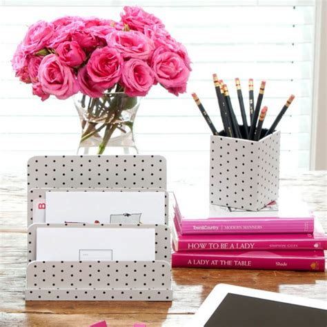 cute office desk decor 5 tips to write your most popular blogpost queen of jet