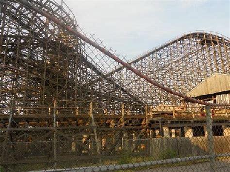 theme park quebec la montagne russe en bois picture of la ronde amusement