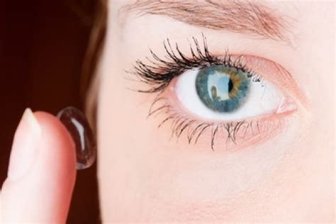 how to when to put your how to put contacts in your coopervision