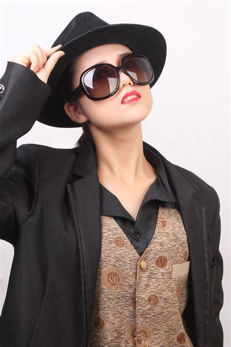 Wanita Menyusui Laki Laki Gambar Wanita Kulit Model Musim Semi Topi Mode