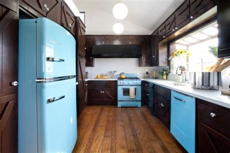 color kitchen appliances how to create a funky retro kitchen