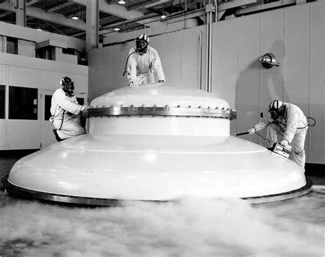 Kaos Nasa Ione Clothing 2 flying saucer aliens apollo 11 exle design