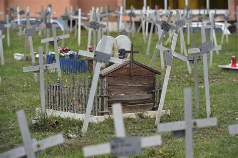 cimitero prima porta papa francesco al cimitero prima porta