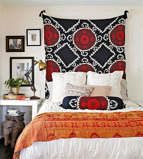 hanging fabric headboard 25 best ideas about curtain behind headboard on pinterest wall curtains curtains on wall and