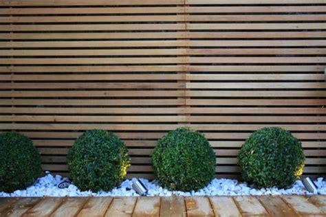 Immergrüne Pflanzen Sichtschutz 2396 by Rhodondendron Holzzaun Kieselweg Design Garten