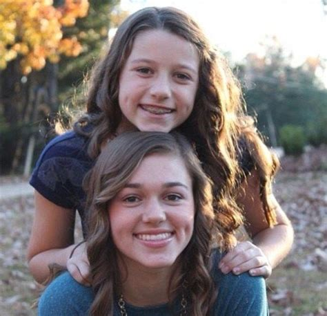 duck dynasty s sadie robertson sadie and little sister bella luv sadie robertson
