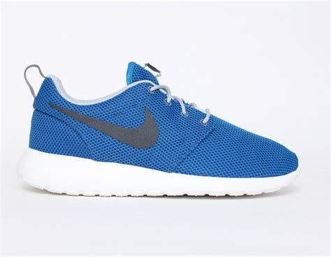 nike roshe run blue black sneakers