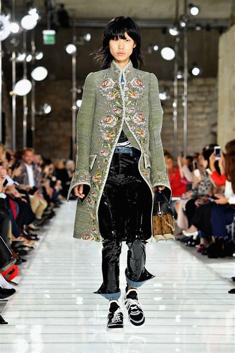 paris fashion week louis vuitton spring  collection tom lorenzo