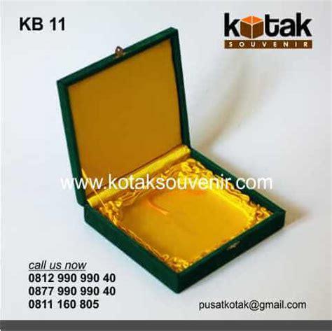 Kotak Souvenir 4x3x9 Alas Emas kotak beludru hijau emas eksklusif kotak souvenir